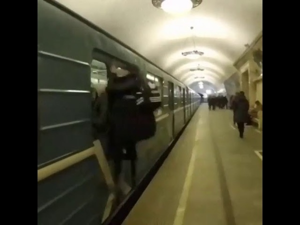 Неудачник в метро 2018 прикол ЧП