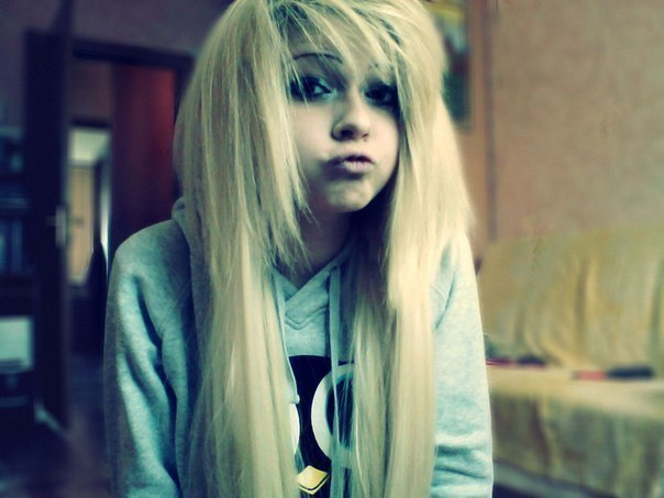 фото девушек челкастых блондинок