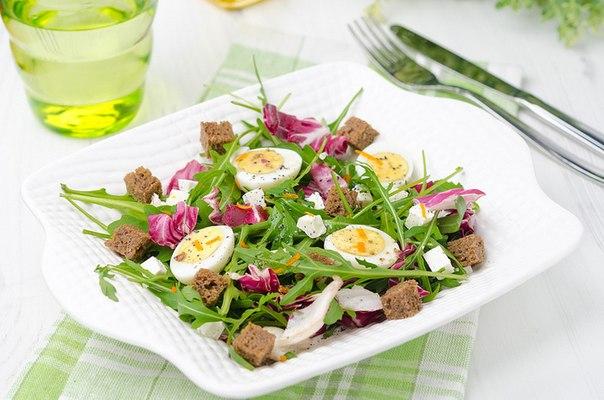 Салат с копченой курицей сколько калорий