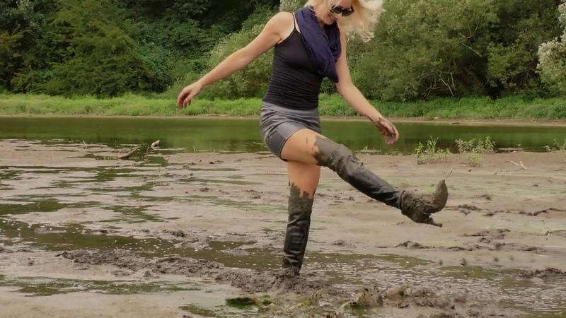 Fantasnica com 02 17 mudding in leather skirt