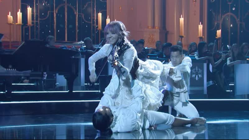 Lindsey Stirling Performs Carol of the Bells at the 2018 CMA Country Christmas