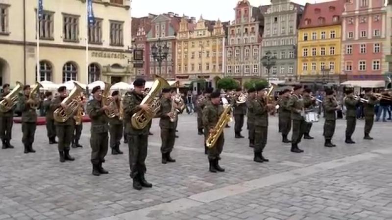 Orkiestra Wojskowa zagrała Prawy do lewego