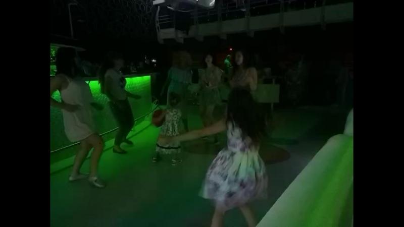 видео с Дискотеки после концерта Глянеса в Каприке 7.06.2018