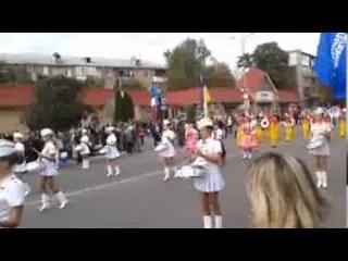 Барабанщицы сопровождают участников Майданса 2012