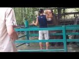 Сафари парк в Краснодаре. Кормление бегемота..