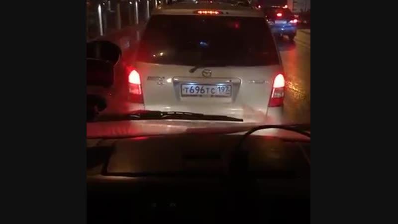 В Москве на ТТК водитель Мазды отказался пропускать бригаду врачей, а затем и вовсе ее заблокировал