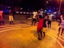 Aulas de semba para crianças na calçada da rua da Samba em Luanda.