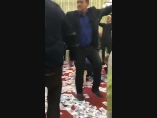 Кадыров попросил выделять Чечне больше денег и не мешать. А тем временем Директор пенсионного фонда Чечни выдаёт дочку замуж