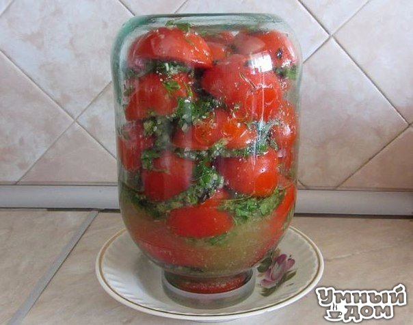 Помидоры по корейски, быстро, вкусно Помидоры по-корейски. 2 кг помидор порезать крупно (пополам) 4 шт. болгарских перца 2 головки чеснока зелень Заправка: 100 г уксуса 100 г растит. масла 100 г сахара 2 ст. л. соли. Перец, чеснок (я добавляла 2 шт. горького перца) перекрутить на мясорубке . Перемешать. Зелень порезать. Укладывать слоями в 3-х литровую банку: помидоры, затем смесь из овощей, зелень. Банку закрыть крышкой и поставить в холодильник в перевернутом виде на горлышко. Это для того,…