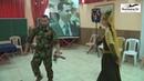 Сирия Лезгинка солдата с автоматом и прекрасной девушкой