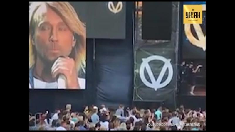 Олег Винник розповів на концерті про хвору матір і закінчив словами