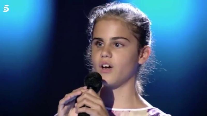 Laura una niña invidente cantando en La Voz Kids qué bonito de Rosario Flores.