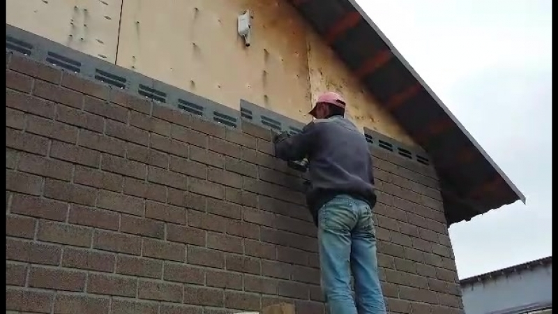 Идет монтаж фасадной плитки HAUBERK на объекте в Добрянке