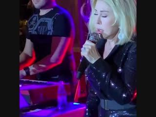 Любовь Успенская поет свою новую песню