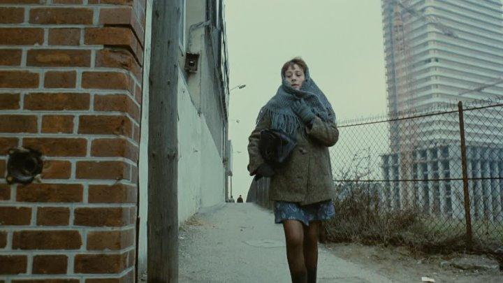 Elle.boit.pas.elle.fume.pas.elle.drague.pas.mais....elle.cause.(1970)