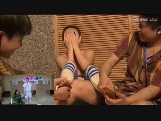 综艺节目,脚底抓痒谁坚持久谁胜利Chinese Foot Tickling Drama