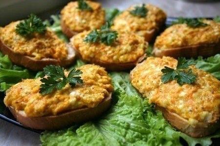 «Горячие бутерброды с морковью, сыром и чесноком»