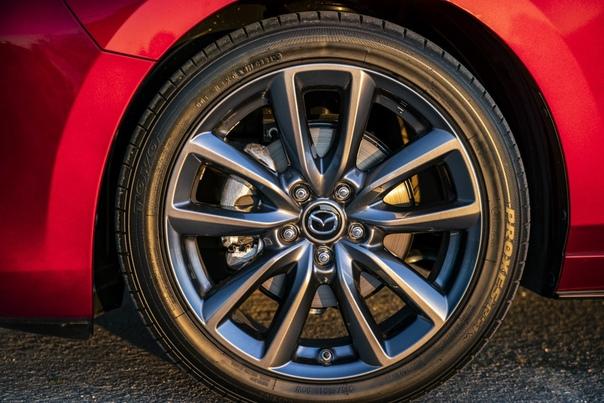 Обзор : Mazda3 Hatchbac Двигатель: 2.0 R4 SYACTIV-G M HybridМощность: 122 л.с. при 6000 об/мин Крутящий момент: 213 Нм при 4000 об/мин Трансмиссия: Механика 6 ступ. Разгон до сотни: 10.4 сек