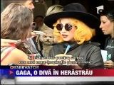 Lady Gaga a socat Romania! Diva sa plimbat in Parcul Herastrau @ Bucharest (17 august 2012)