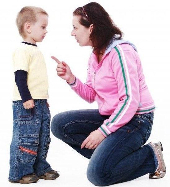 """✨ Мама научила меня ПРЕОДОЛЕВАТЬ НЕВОЗМОЖНОЕ: """"Закрой рот и ешь суп"""". ✨ Мама научила меня УВАЖАТЬ ЧУЖОЙ ТРУД: """"Если вы собрались поубивать друг друга, идите на улицу, я только что полы вымыла"""". ✨ Мама научила меня ВЕРИТЬ В БОГА: """"Молись, чтобы эта гадость отстиралась"""". ✨ Мама научила меня МЫСЛИТЬ ЛОГИЧНО: """"Потому что я так сказала, вот почему"""". ✨ Мама научила меня ДУМАТЬ О ПОСЛЕДСТВИЯХ: """"Вот вывалишься сейчас из окна, не возьму тебя с собой в…"""