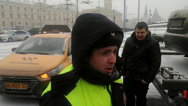 Таксисты блокировали эвакуатор когда на горизонте появился ПОЛКОВНИК РЕШАЛА