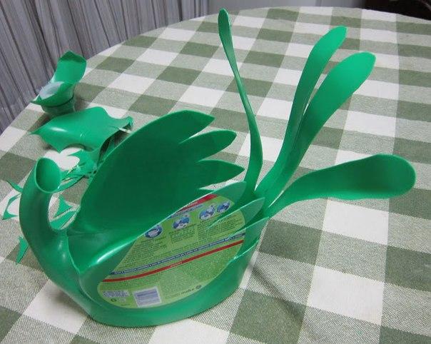 Как сделать лебедя с пластиковой бутылки