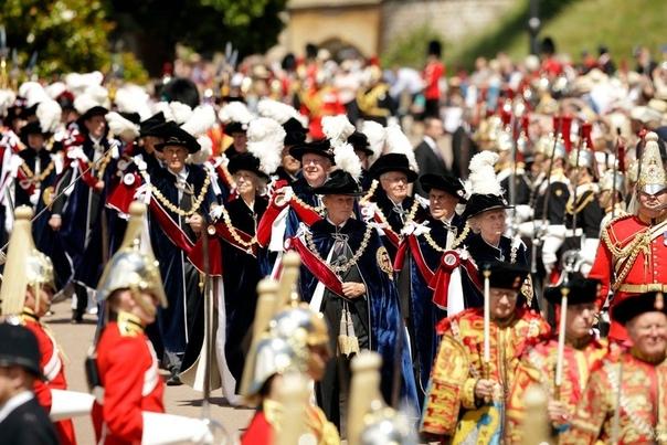 Королева Елизавета II возглавила шествие рыцарей Ордена Подвязки