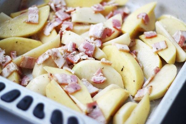 Картофель с беконом и чесночным соусом  Ингредиенты:  Картофель — 6...