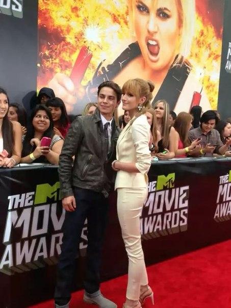 Bella Thorne  Jake T Austin And Bella Thorne Kissing