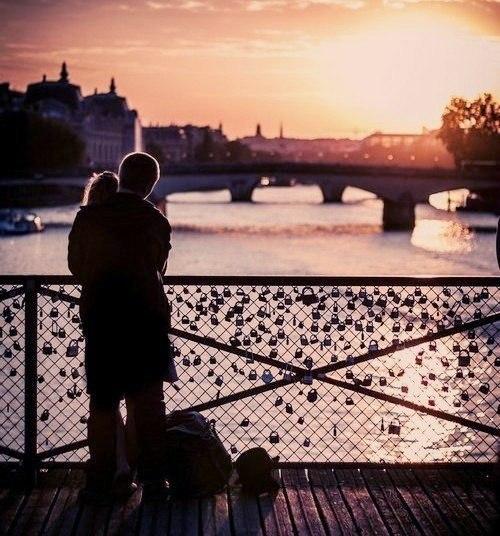 Осень - то время года, когда люди должны согревать друг друга. Cвоими словами, своими чувствами, и тогда никакие холода не страшны.
