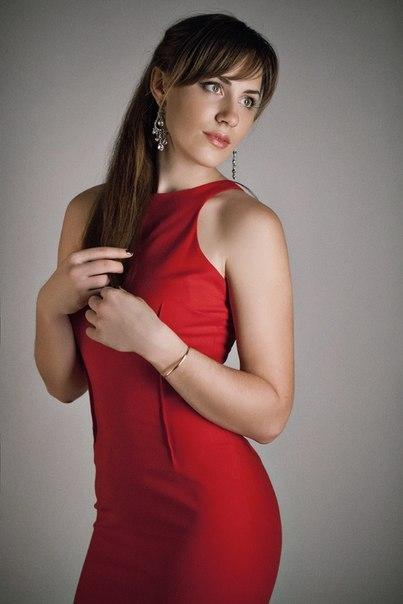 Ekaterina Nikisheva in red dress │ Image Source: Katerina Nikisheva