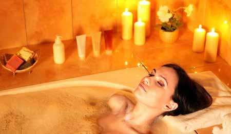 Люди должны избегать принятия горячих ванн после склеротерапии.