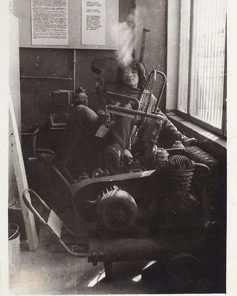 На фото  Виктор Цой, 1970 гг., Ленинград.