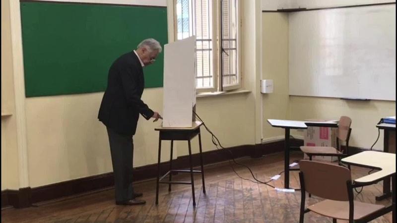 Veja o momento em que o ex-presidente Fernando Henrique Cardoso vota em SP