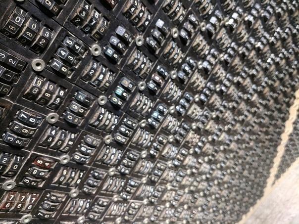 Интегратора Брука для решения сложнейших математических задач Еще до появления первых электронных компьютеров уже существовала необходимость решения сложнейших математических задач с огромными