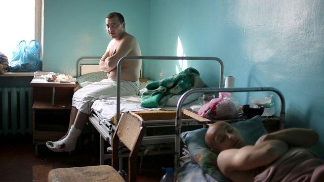 В Ростовской области в БСМП Новочеркасска госпитализирован раненный в живот ополченец
