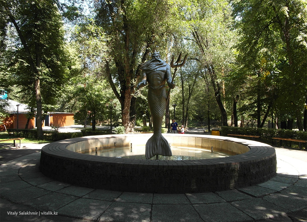 Фонтан с Посейдоном, Центральный парк Алматы 2018