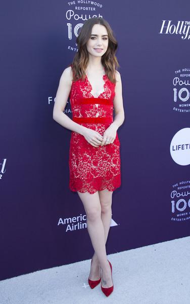 Лили Коллинз в красном