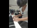 Лена в музыкальном магазине