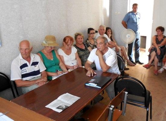 В Таганроге состоялась встреча жителей города и представителей власти по вопросам ЖКХ