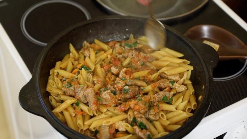 Татарские макароны с мясом тушёные в овощном соусе