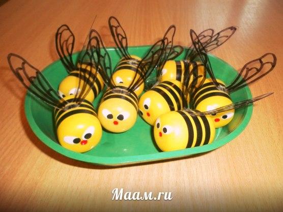 Пчелки из киндер сюрприза своими руками