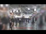 В Москве на Курском вокзале неизвестный мужчина ранил ножом парня и девушку
