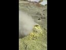 Фумарола в кратере вулкана