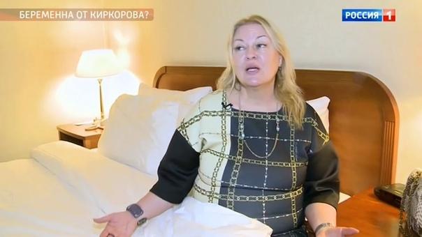 Многие СМИ (серьезно) глумятся, и пишут, что Светлана Сафиева умерла не от инсульта, а при родах.