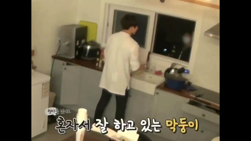 Yoongi told jungkook to use 400ml water per ramyun before and he has been listening to his.mp4