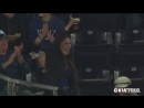 Девушка поймала мяч стаканом с пивом во время бейсбольного матча. Видео прикол