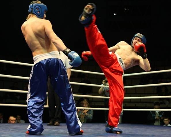 Таганрогские кикбоксеры вернулись с победами с Чемпионата и Первенства ЮФО