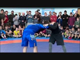 Олимпийский чемпион по вольной борьбе Абдулрашид Садулаев дал мастер-класс в Великом Новгороде