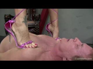 Trampling sexy pink sandals Mistress Melody